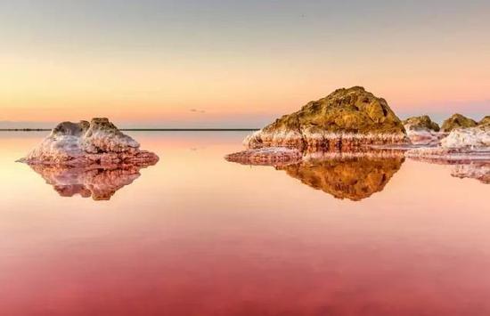 烏克蘭夢幻粉色鹽湖,美到窒息
